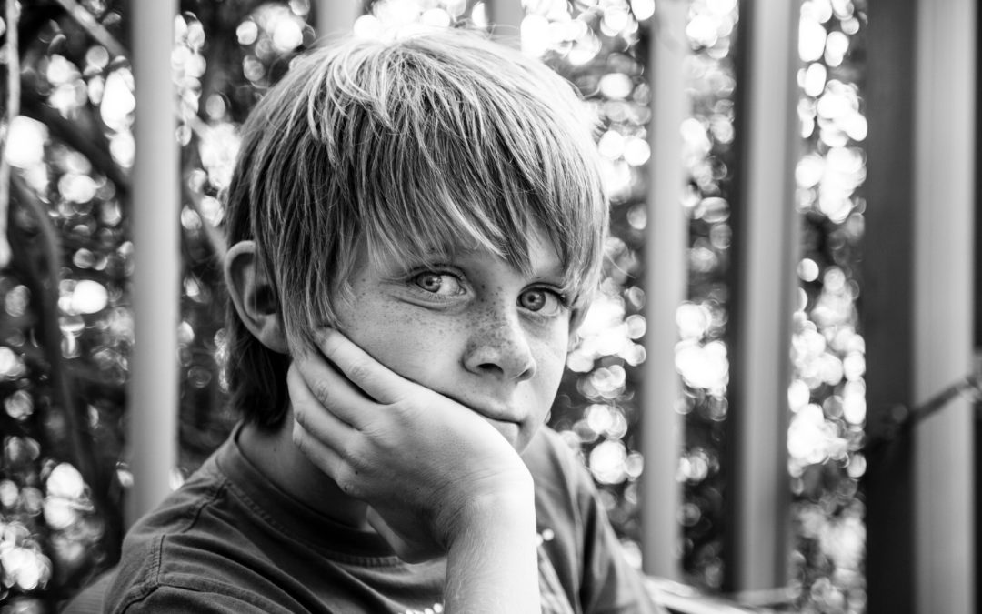 foto van een puber in zwart wit